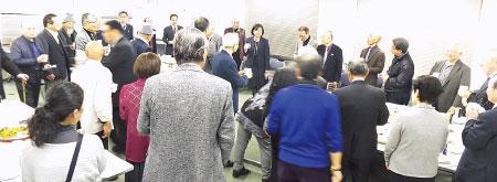 心のふるさと大阪鳥取県人会新年互礼会で親睦を深める会員たち